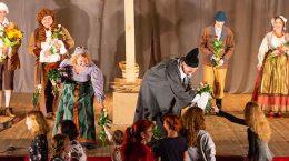 Театральный сезон для взрослых в Жуковском открыли звуками скрипки и шампанским