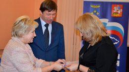 Лидия Антонова вручила жуковчанам партийные билеты