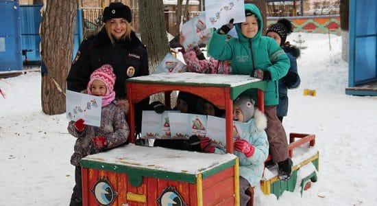 Автоинспекторы в Жуковском напомнили дошкольникам о дорожной безопасности