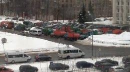 В Жуковском у администрации города состоялся парад мусорщиков