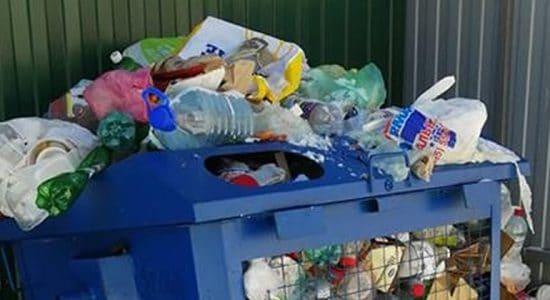 В Жуковском оператор по вывозу мусора не смог ответить на вопросы жителей