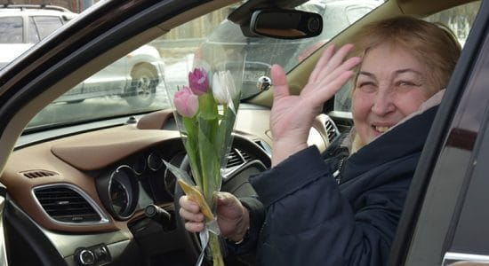 В Жуковском прошла акция «Цветы для автоледи»