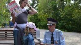 Во дворах в Жуковском госавтоинспекторы провели беседы с родителями и детьми