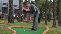 Игорь Марков сыграл в гольф