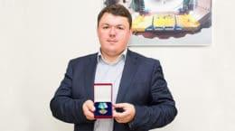 Сотрудник ЦАГИ получил нагрудный знак МИД России
