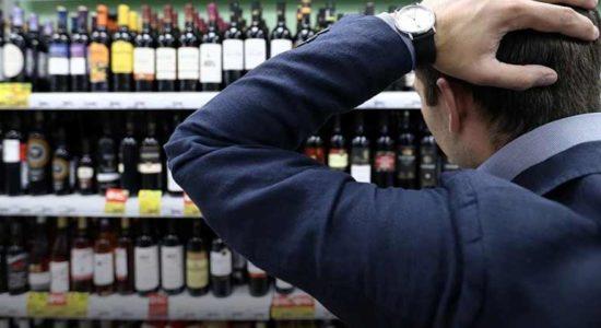 В Жуковском приезжий из ближнего зарубежья смог вынести из магазина сразу 10 бутылок с алкоголем