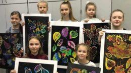 Ко Дню учителя юные художники в Жуковском открыли выставку картин