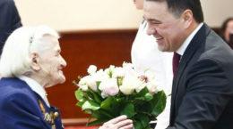 Андрей Воробьев вручил медаль в честь 75-летия Победы жуковчанке