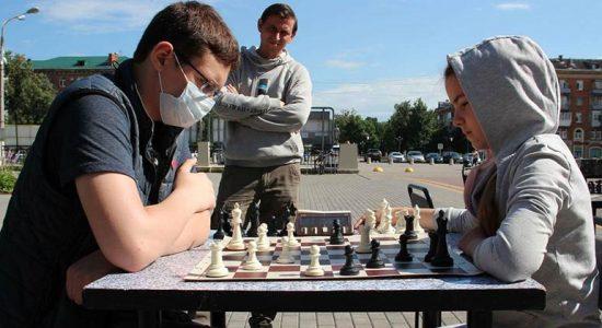 В Жуковском состоялся уличный турнир по шахматам и интеллектуальной игре го