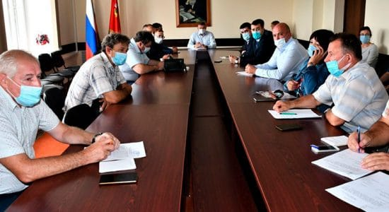 Глава города назвал лидирующие и отстающие управляющие компании по подготовке МКД к зиме