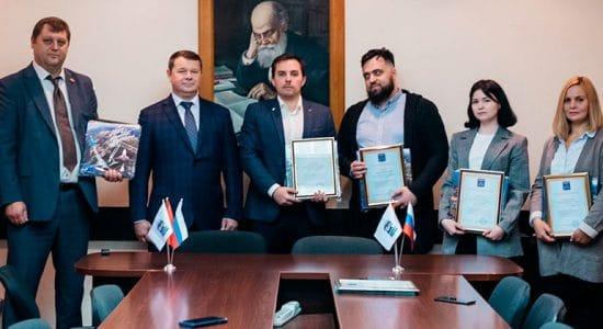 Представителям коммерческих компаний вручили благодарности главы города Юрия Прохорова