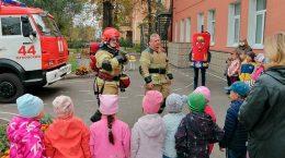 Сотрудники МЧС и Госпожнадзора провели занятие для воспитанников детского сада № 1