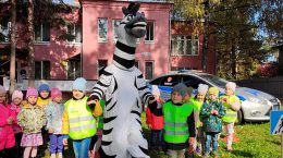 Госавтоинспекторы провели акцию «Посвящение в пешеходы» в детском саду