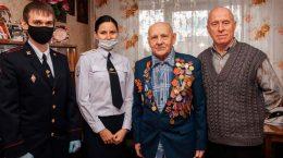 В Жуковском полицейские посетили ветеранов и семьи погибших сотрудников