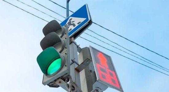 В 2021 году установят «умный светофор» на пересечении улиц Баженова и Федотова