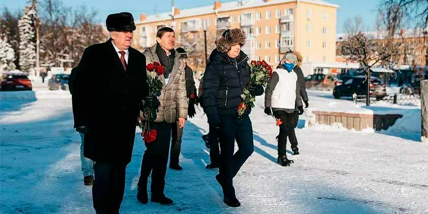 Состоялась церемония возложения цветов к памятнику Николая Егоровича Жуковского