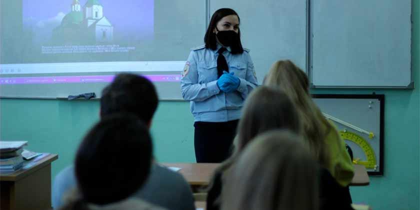 В Жуковском полицейские рассказали школьника об ответственности за экстремизм