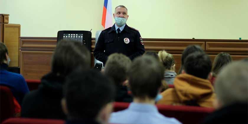 В Жуковском полицейские присоединились к акции «Студенческий десант»