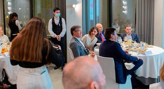 Команда фонда помощи взрослым онкобольным «Огромное Сердце» провела благотворительный ужин