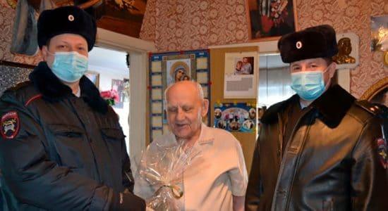 В Жуковском поздравили с юбилеем ветерана МВД — участника Великой Отечественной войны