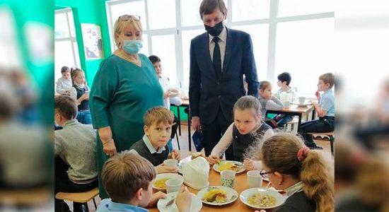 Единороссы проверили качество питания в школе № 9