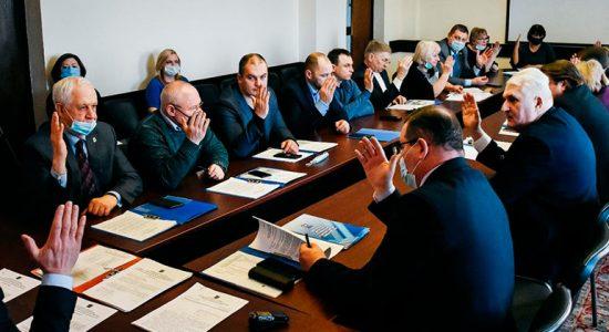 Депутаты наградили директора деревообрабатывающего завода знаком «За заслуги перед городом Жуковским»