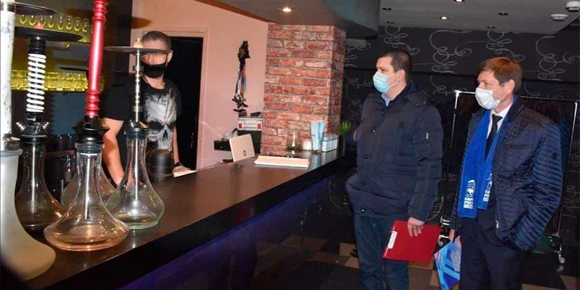 Единороссы провели рейд по проверке кальянных в Жуковском на наличие в продаже «веселящего газа»