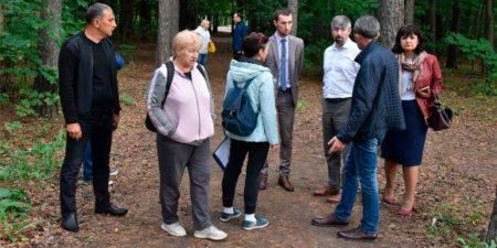 """Жители согласились с необходимостью заасфальтировать лесную тропу у станции """"Отдых"""""""