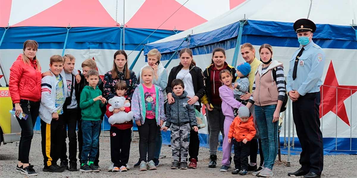 В Жуковском полицейские подарили детям поход в цирк