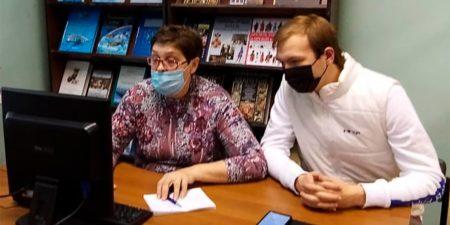 В Центральной городской библиотеке возобновились компьютерные курсы для пожилых